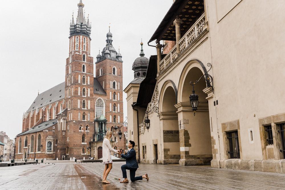 oswiadczyny na rynku w Krakowie