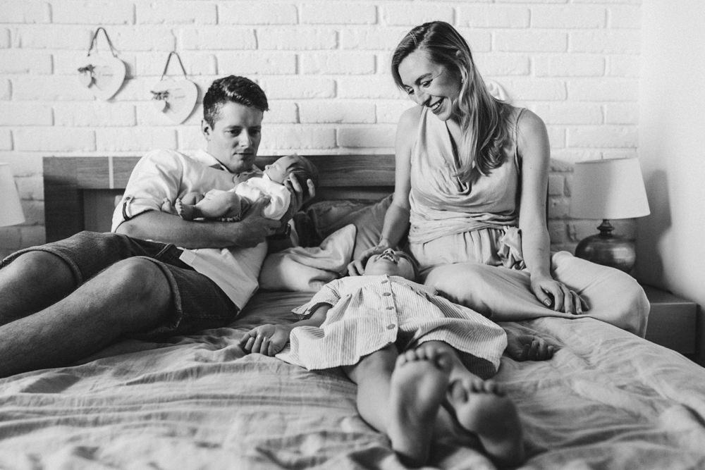 sesja noworodkowa w domu krakow fotograf